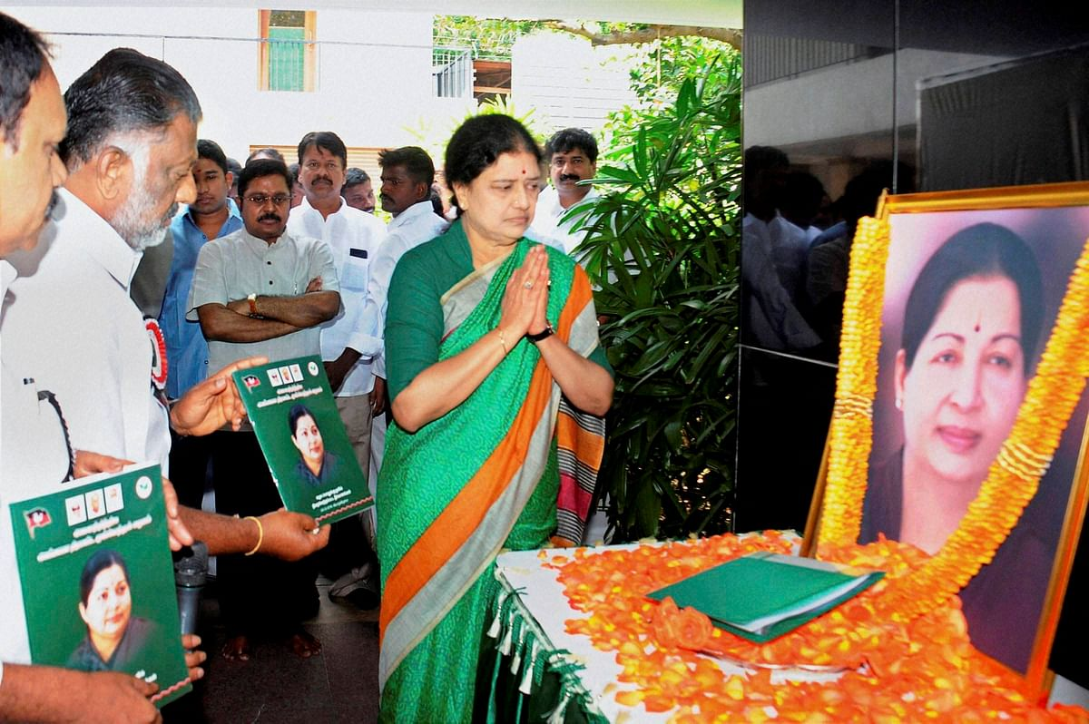 Sasikala pays tribute to J Jayalalithaa after she was appointed as AIADMK General Secretary in Chennai on Thursday, 29 December 2016. (Photo: PTI)