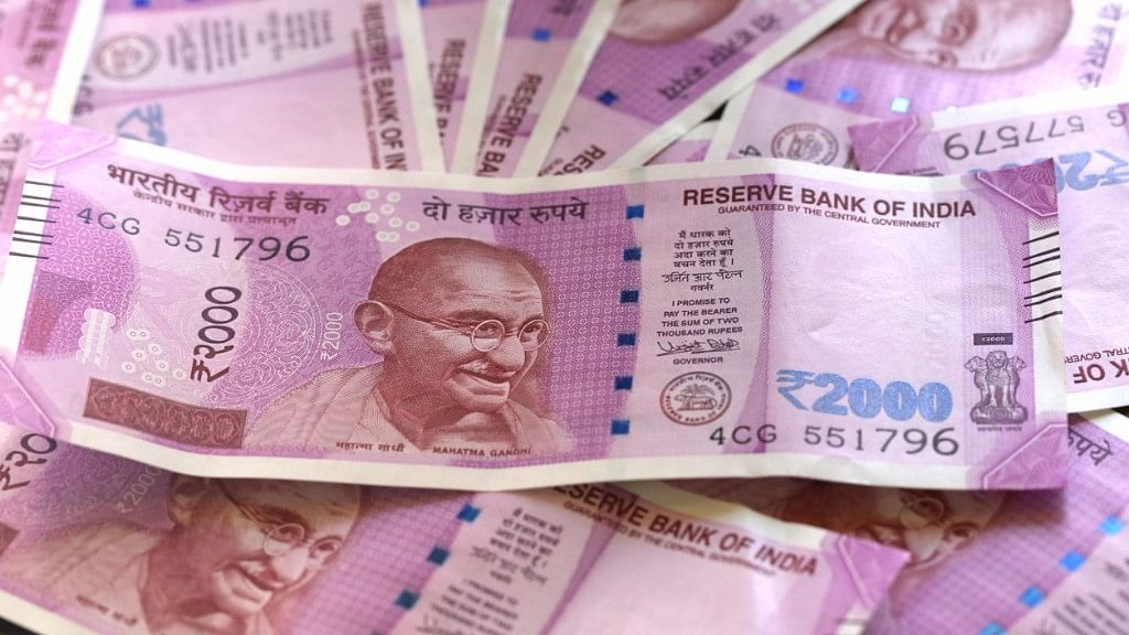 I-T Officer caught taking bribe of Rs 24 lakh, all in new notes. Image used for representational purpose. (Photo: iStock)