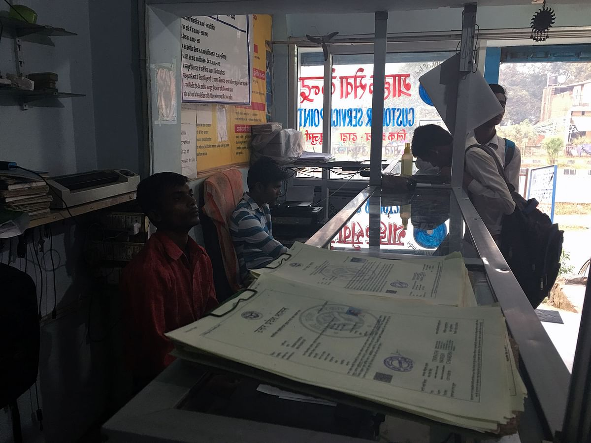 Every day thousands of Indians hand over copies of sensitive data like identity cards, birth certificates, and passports, to unsecured and unaccountable private providers. (Photo: Esha Paul/<b>The Quint)</b>
