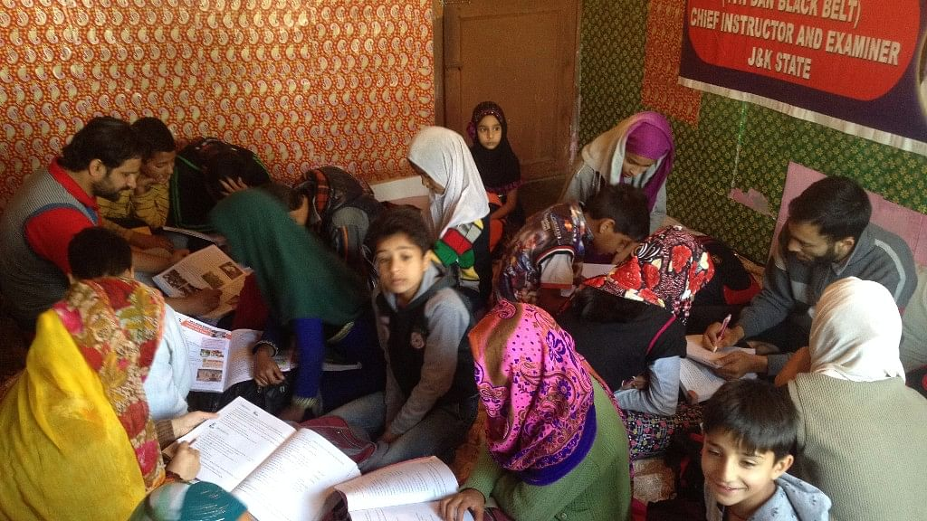 """Students would not have been able to sit for exams if not for curfew classes, which were recently renamed as """"societal classes"""". (Photo: Sheik Majid/ <b>The Quint</b>)"""