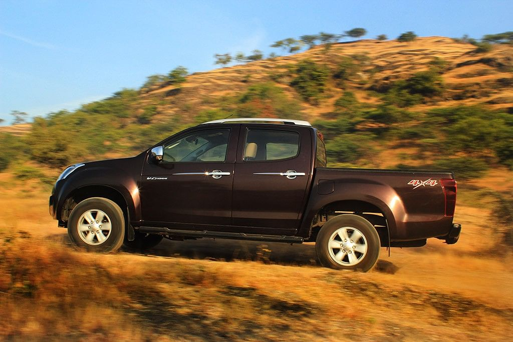 The sheer length of the Isuzu D-Max V-Cross… this thing is massive. (Photo Courtesy: Motorscribes)