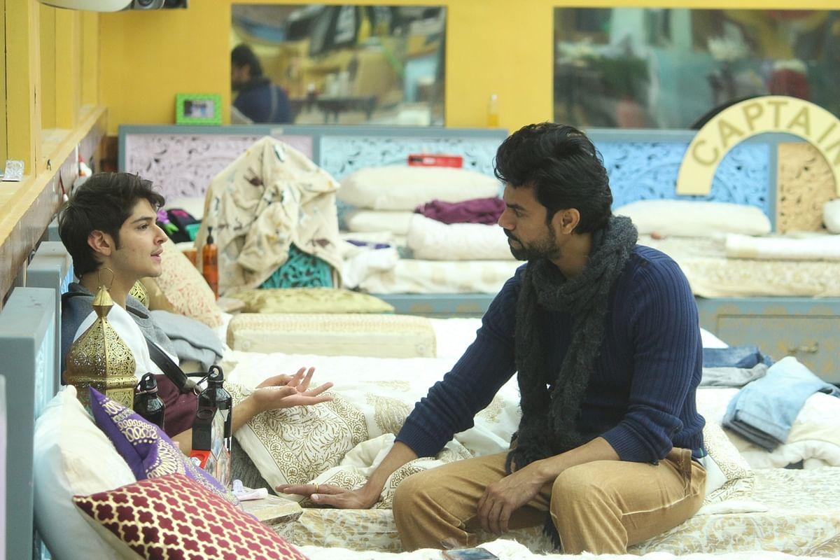 Rohan and Gaurav chat. (Photo Courtesy: ColorsTV)