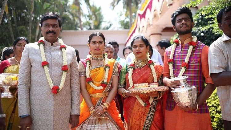 Gali Janardhan Reddy and family. (Photo Courtesy: The News Minute)