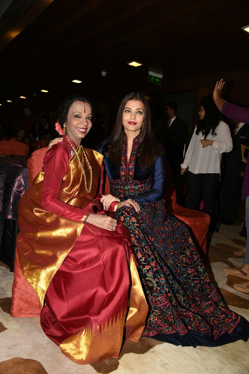 Catching up: Lata Surendra and Aishwarya Rai Bachchan. (Photo: Yogen Shah)