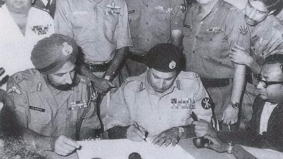 Lt General Auroa of Indian Army and Lt General Niazi of Pakistan army signing the instrument of surrender.