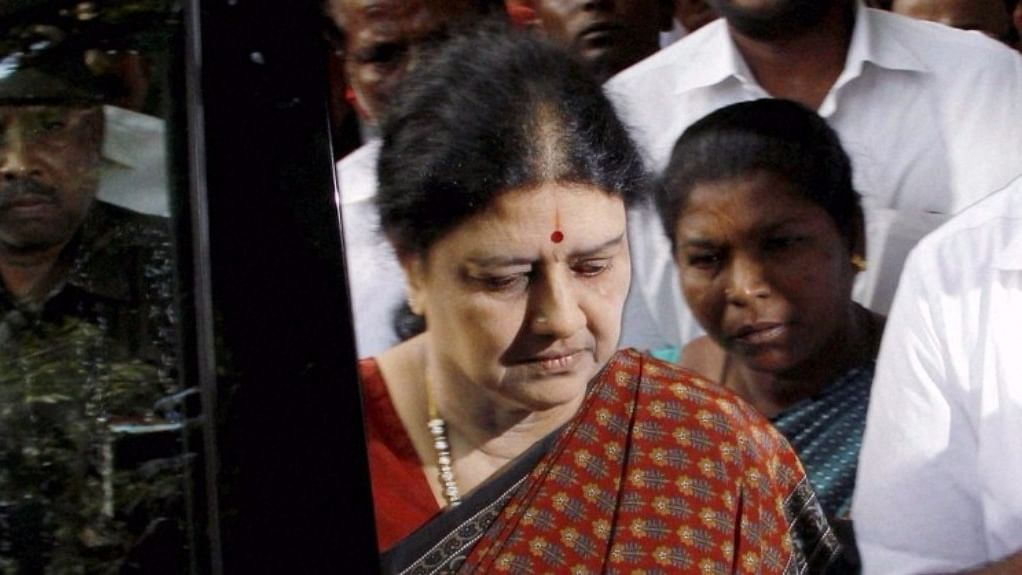 Sasikala Natarajan before paying tribute to well-known actor, playwright and political analyst Cho Ramaswamy, who breathed his last in Chennai on 7 December 2016. (Photo: IANS)