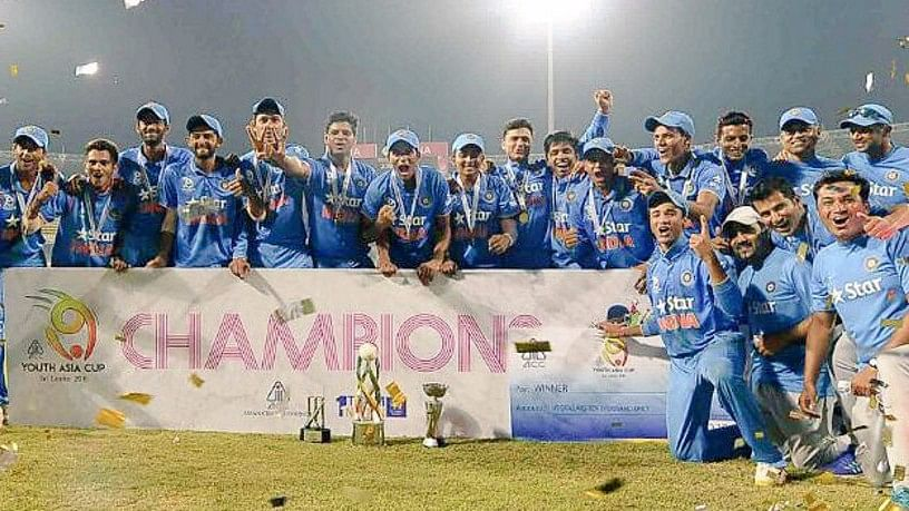 "The Indian U-19 team pose with the trophy after winning the Asia Cup title. (Photo Coutesy: Twitter/<a href=""https://twitter.com/BCCI"">BCCI</a>)"