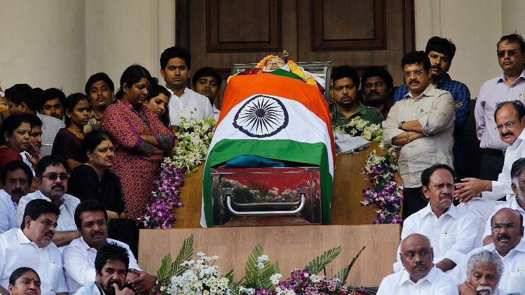 People pay their respects to Tamil Nadu Chief Minister J Jayalalithaa at Chennai's Rajaji Hall. (Photo: AP)