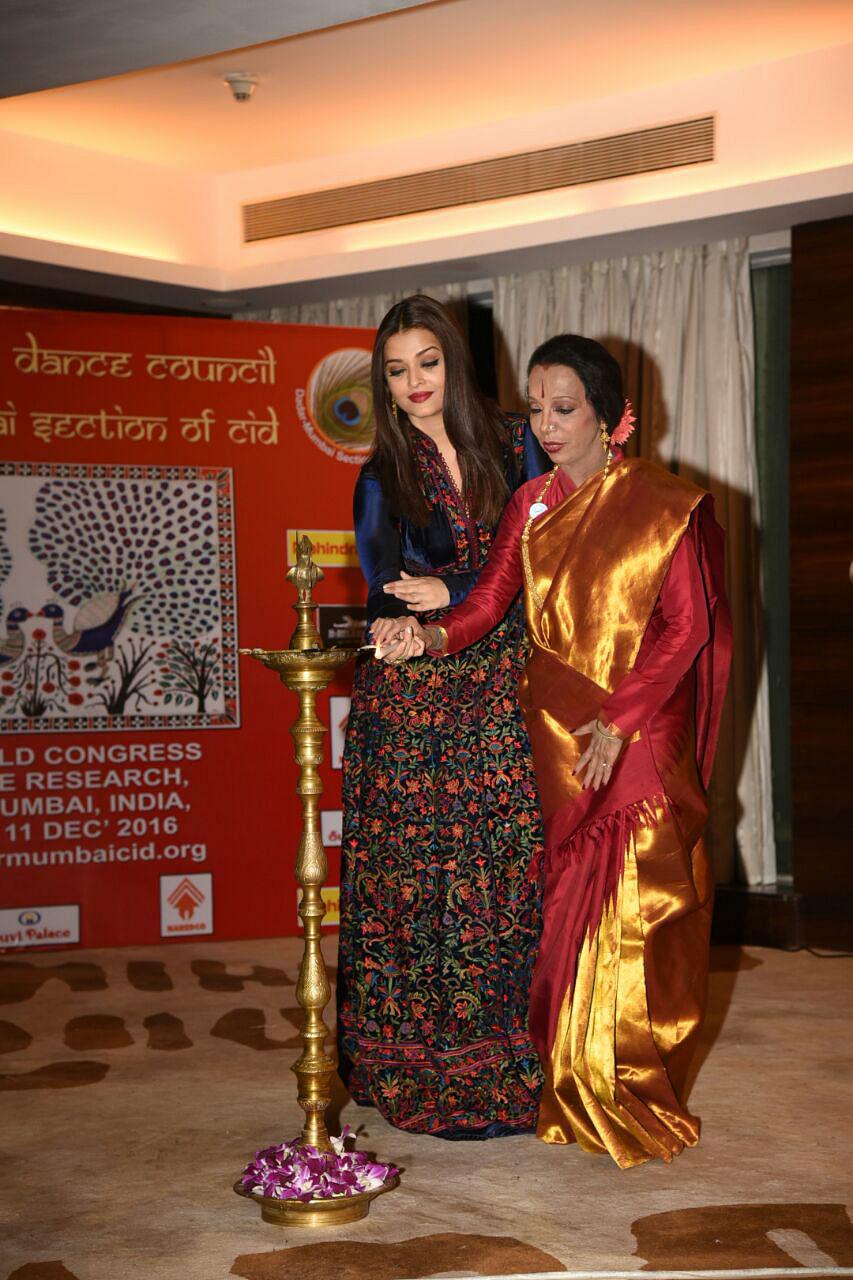 Lata Surendra and Aishwarya Rai Bachchan light the lamp at the event. (Photo: Yogen Shah)
