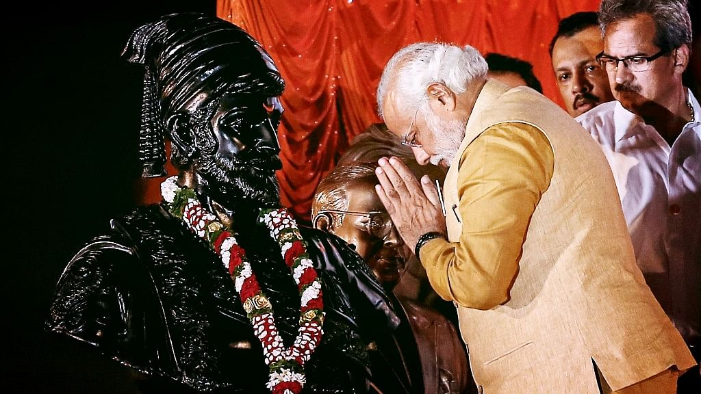 Prime Minister Narendra Modi gesturing at the statue of Chhatrapati Shivaji during an election campaign rally in Mumbai on 21 April 2014. (Photo: Reuters)