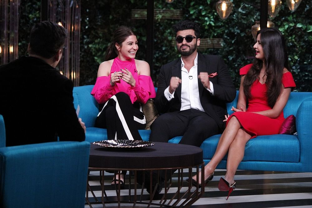 """Arjun Kapoor joins the ladies for the """"Kiss With Arjun"""" segment. (Photo courtesy: Star World)"""