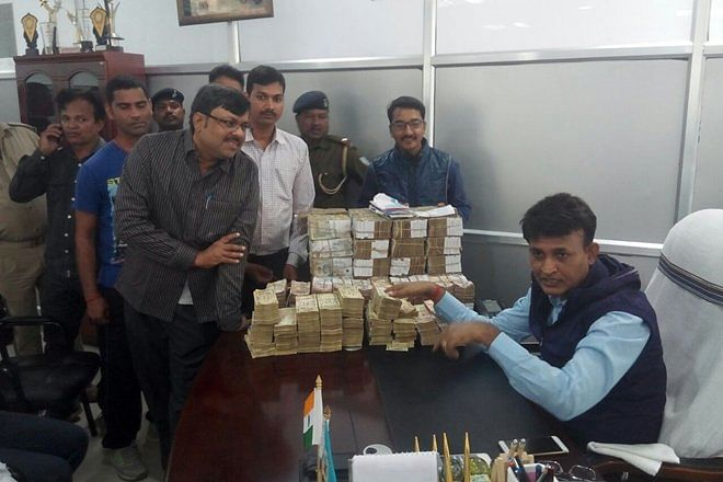 """The police team led by SP Shailendra Prasad carried out raids at the house of a clerk of the Dumka Post Office. (Photo: <a href=""""https://twitter.com/search?q=Dumka%20Post%20Office%20ani&amp;src=typd"""">ANI Screenshot</a>)"""