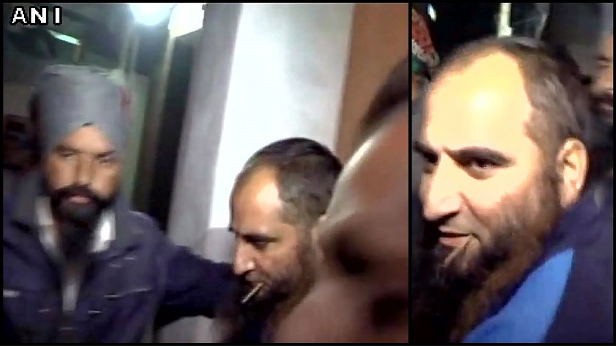 Hardliner Hurriyat leader Masarat Alam Bhat coming out of District Jail in Baramulla, Jammu and Kashmir on Thursday, 29 December 2016. (Photo: <b>The Quint</b>)