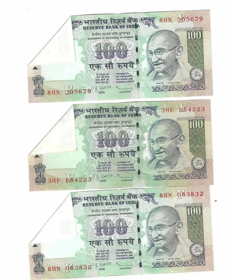 Samples of  Rs 100 notes, which a few years ago were printed with features on only the front and blank on the other side.  (Photo: <b>The Quint</b>)