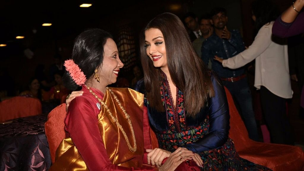 Prolific dancer Lata Surendra catches up with her former student Aishwarya Rai Bachchan at the World Congress of Dance event. (Photo: Yogen Shah)