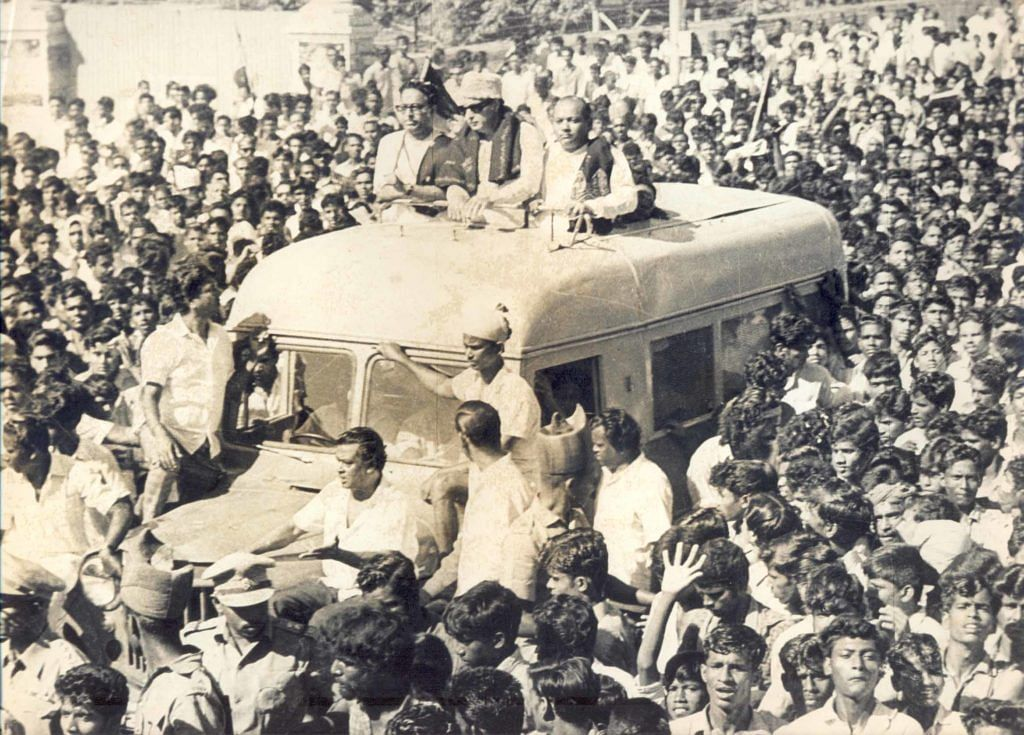 """MGR in a campaign rally. (Photo Courtesy: <a href=""""http://peopleofindia1868-1875photos.blogspot.in/2011/09/posted-by-beyondet.html"""">Blogspot</a>)"""