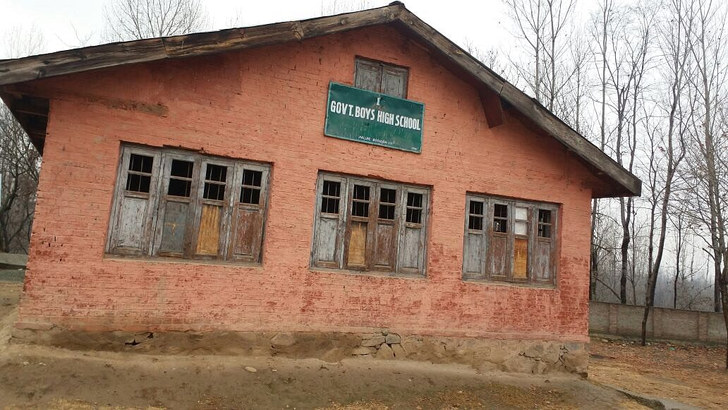 The staff and students at a government school in Budgam chose to battle the unrest and continue with studies. (Photo: <b>The Quint</b>)