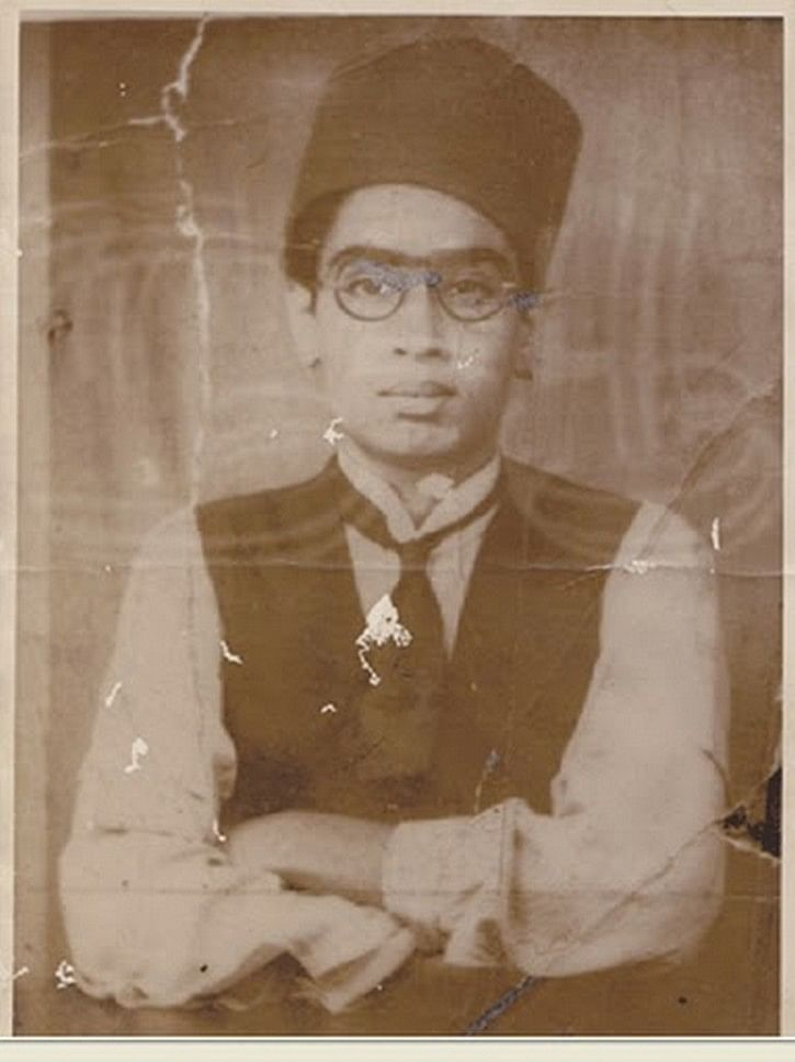"""MGR as a student. MGR is also popularly known Puratchi Thalaivar MGR (Revolutionary Leader). (Photo: <a href=""""http://actorschildhoodphotos.blogspot.in/2015/07/mgr-childhood-photos.html"""">Tamil Actors Childhood</a> Photos)"""