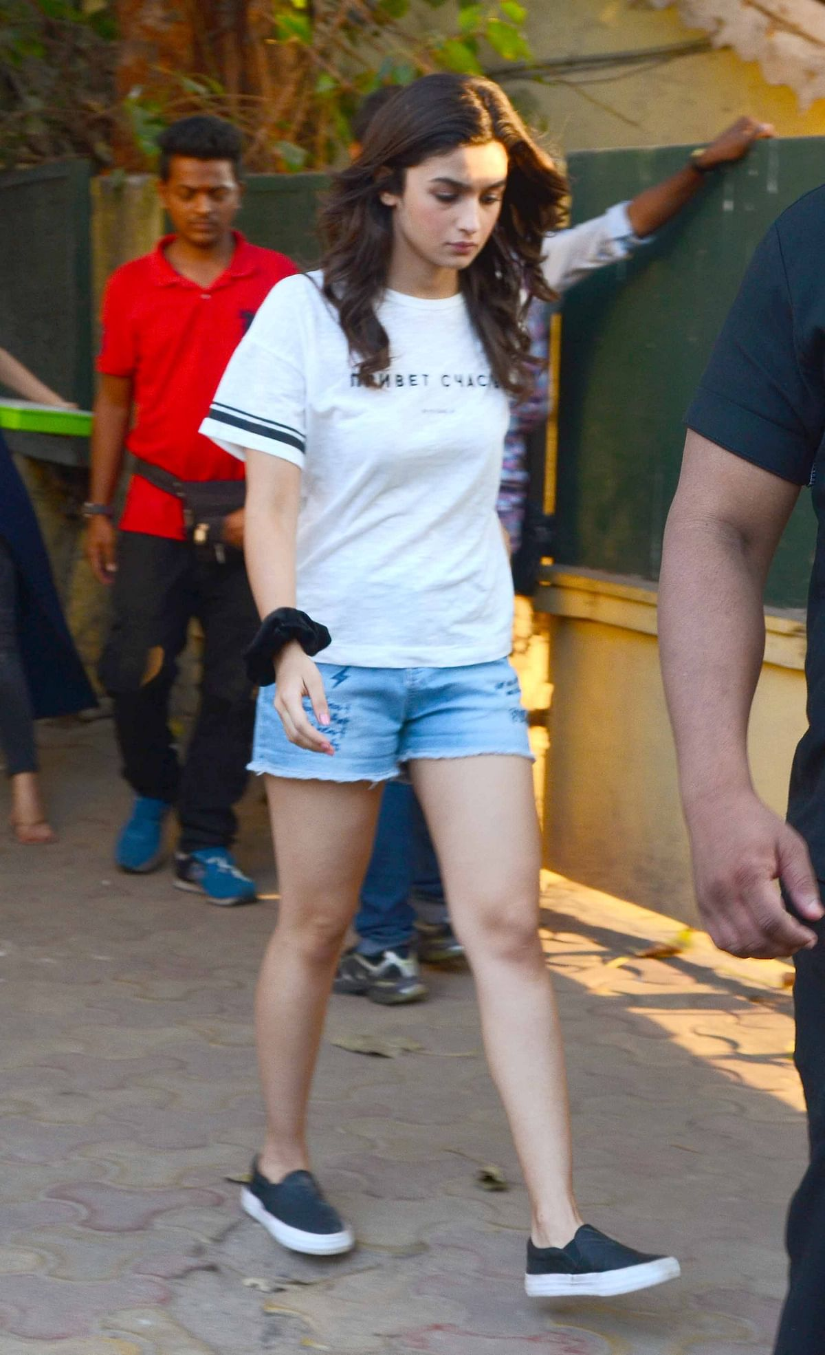 Alia dressed in casuals for a Sunday morning shoot. (Photo: Yogen Shah)