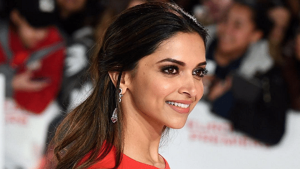 QuickE: 'Wonder Woman' Deepika Padukone; Madhuri Wishes KJo