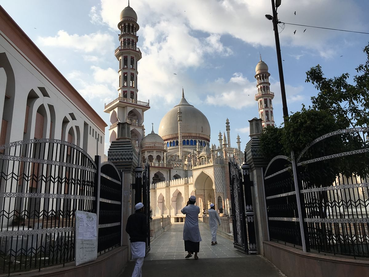 Masjid-e-rashidiya near Darul Uloom. (Photo: Abhilash Mallick/<b>The Quint</b>)