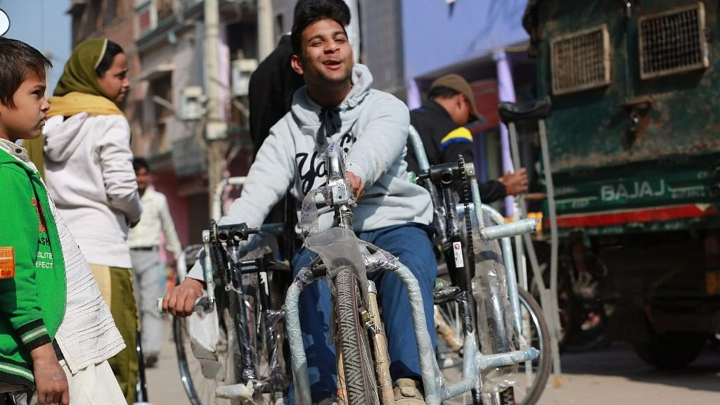 18-year-old Mohit, who suffers from cerebral palsy. (Photo: Ajay Rana/<b>The Quint</b>)