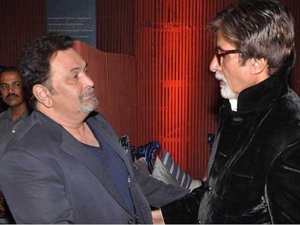 "Rishi Kapoor and Amitabh Bachchan greet each other at a film event. (Photo courtesy: Twitter/<a href=""https://twitter.com/NewsWorldEnt"">@<b>NewsWorldEnt</b></a>)"