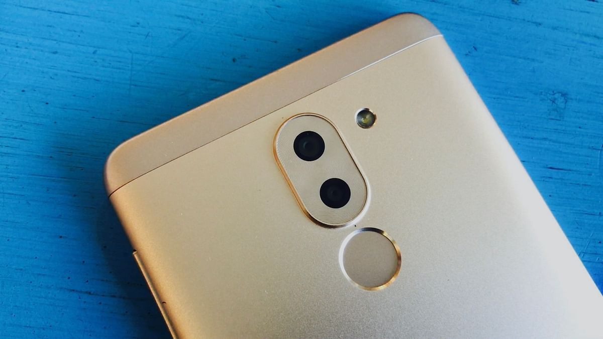 Huawei's latest smart phone Honor 6X could usher everyone in a dual lens camera phone frenzy. (Photo: <b>The Quint/</b>Ankit Vengurlekar)