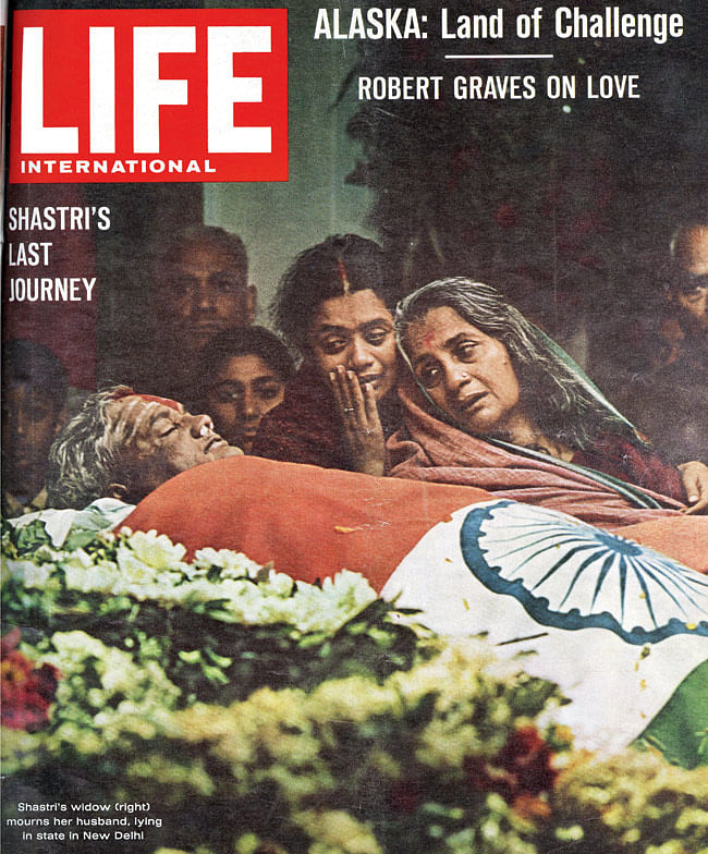 Shastri's wife Lalita Shastri noted his body was blue with patches of white and that there were cut marks on his stomach. (Photo Courtesy: LIFE magazine cover)