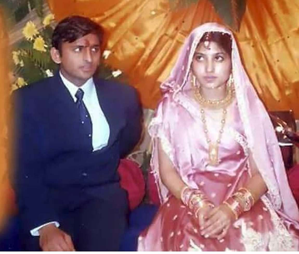 Akhilesh and Dimple at their wedding in 1999. (Photo Courtesy: Twitter)