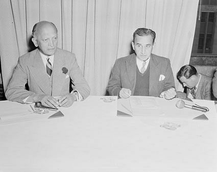 KM Cariappa with the then Indian Finance Minister CD Desmukh in 1953.