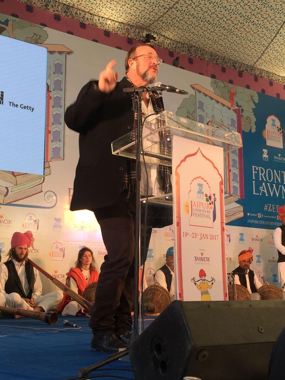 William Dalrymple delivering his keynote address. (Photo: Urmi Bhattacheryya/The Quint)