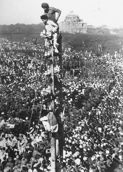 "A sea of humanity mourns the Mahatma's death. (Photo: <a href=""https://in.pinterest.com/pin/72690981458421299/"">Pinterest</a>)"