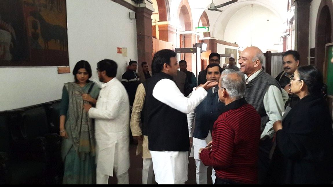Dimple Yadav and Akhilesh Yadav with party leaders. (Photo: Twitter)