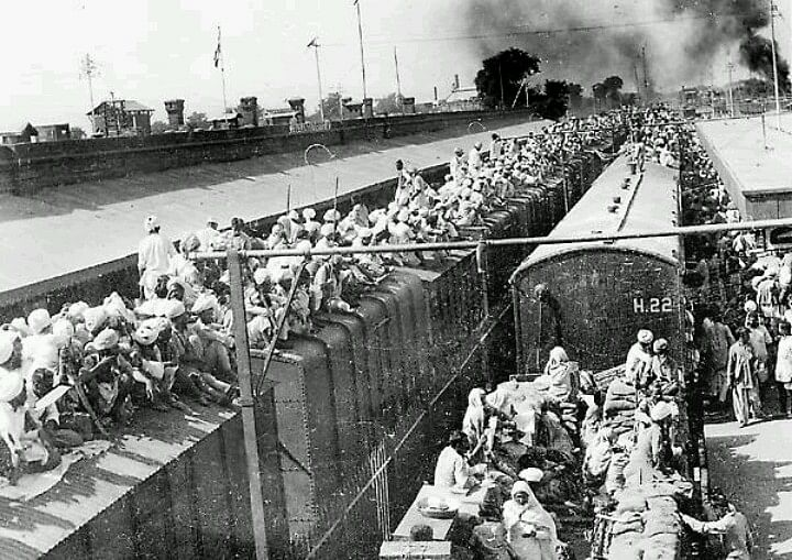 "With the partition of the country, Hindus from Pakistan and Muslims from India felt stranded in oppressive territory. Pakistan was a theocratic Islamic state but India had declared it would stay secular. (Photo Courtesy:<a href=""https://s-media-cache-ak0.pinimg.com/originals/13/4c/ed/134cedbc2ed2c7c722b8c493b4716a78.jpg""> Pinterest</a>)"