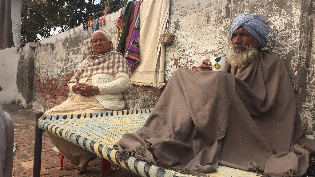 Gurumeet and Badkar, residents of  remote village of Jhander in Amritsar's Ajnala town found out their son was a drug addict when he was 24. (Photo: Parth MN/ <b>The Quint</b>)