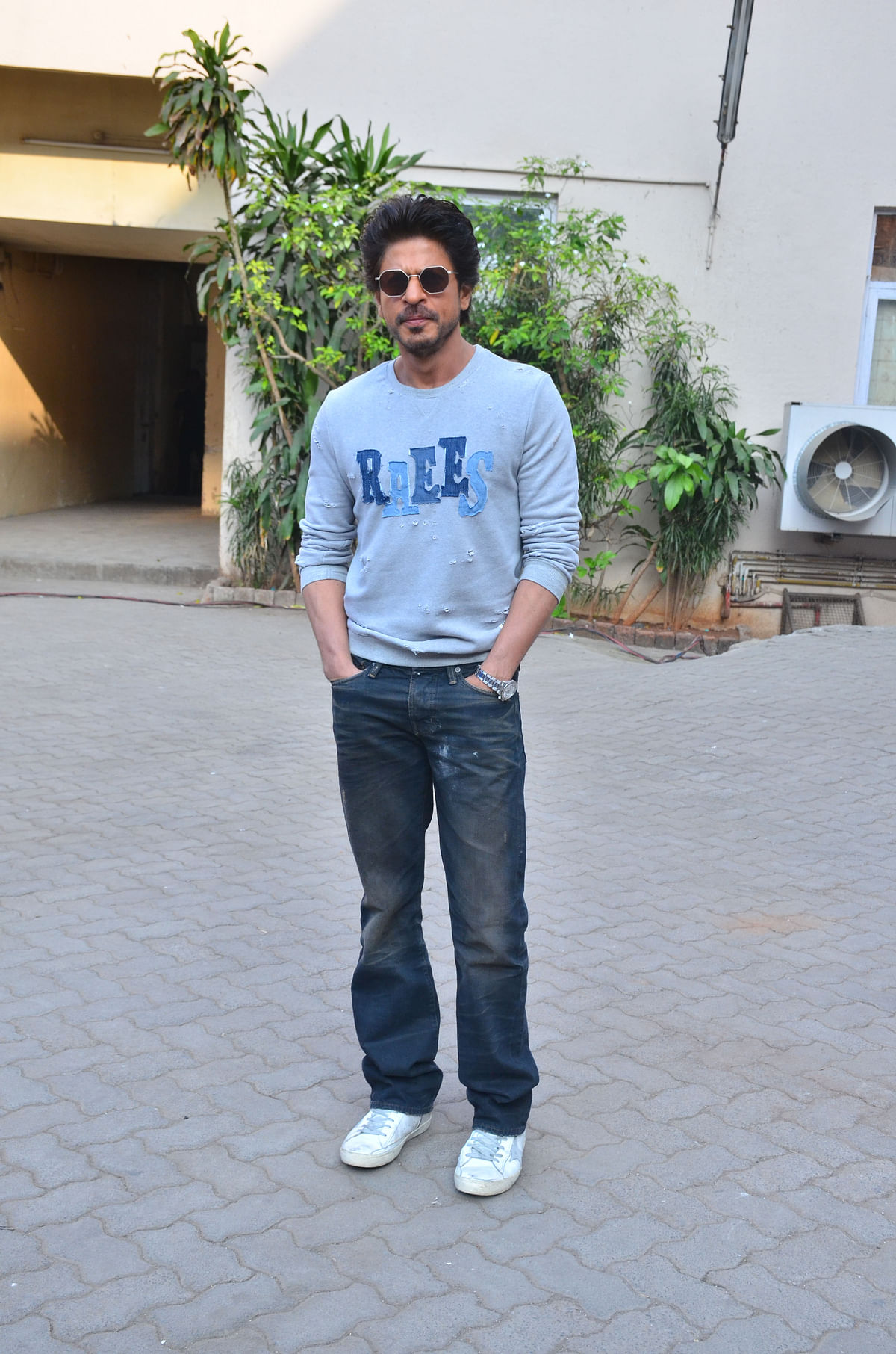 SRK promotes <i>Raees</i>. (Photo: Yogen Shah)