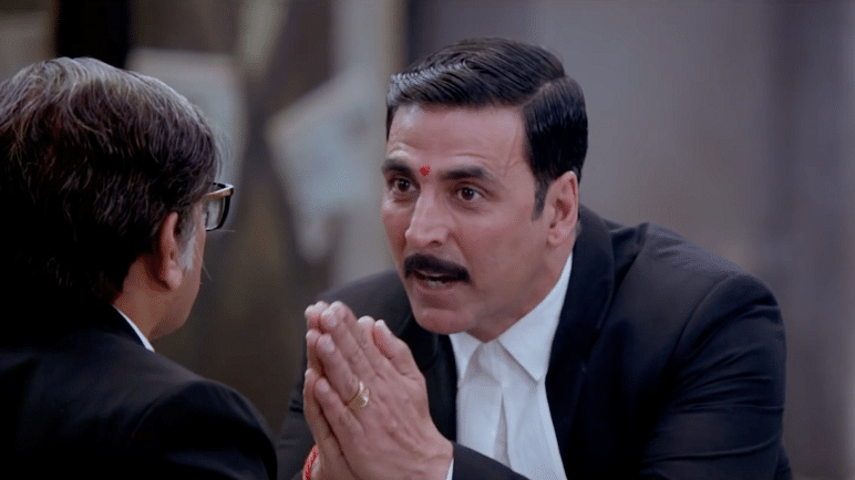 Annu Kappor and Akshay Kumar in a scene from Jolly LLB2 (Photo courtesy: YouTube/ForStarHindi)