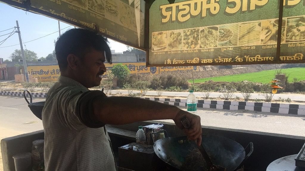 Jitendra Singh, who sells samosas and noodles in Lambi, said Parkash Badal is a good man but his son has ruined the image of the party. (Photo: Parth MN/<b>The Quint</b>)