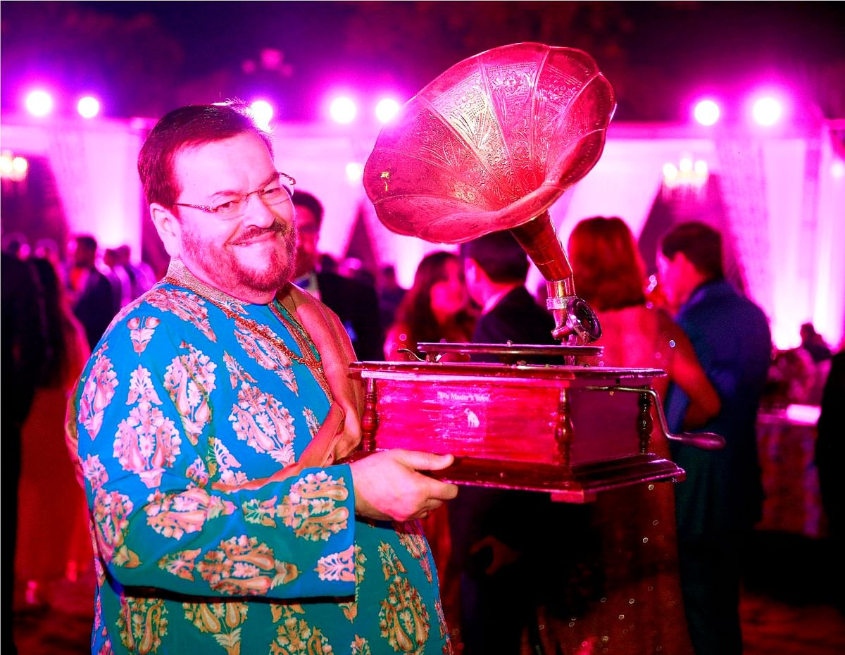 Doting dad Nitin Mukesh looks elated for his son's wedding and sang a song for the engagement ceremony too. (Photo Courtesy: Facebook/TheWeddingStoryFilms)