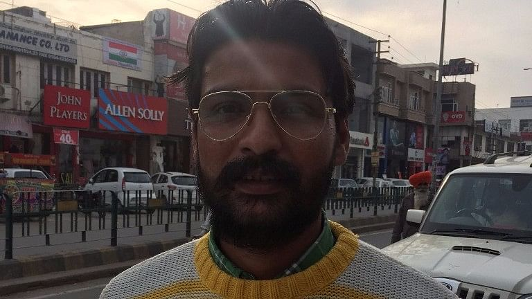 Shinder Pal, a cab driver, says both the Congress and the Akali Dal have let down the people. (Photo: Parth MN/<b>The Quint</b>)