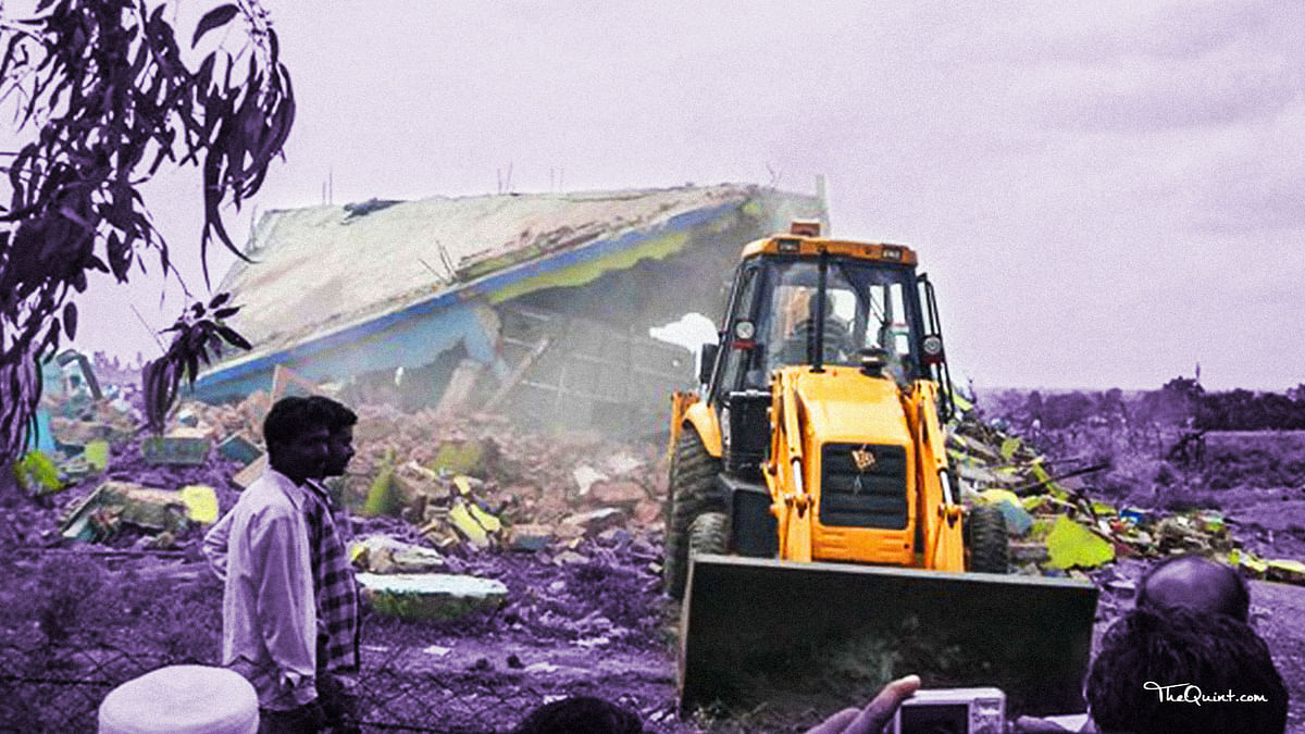 Chauthiya village being razed down by earthmoving machines in 2007. (Photo: <b>The Quint</b>)