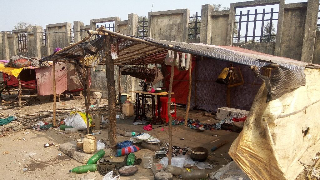 People belonging to the Pardhi community are forced to live as refugees in Betul district, as they wait for rehabilitation by the administration. (Photo: Sunita Malpani/ <b>The Quint</b>)