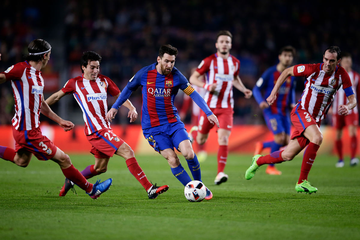 Barcelona's Lionel Messi, center, runs with the ball during the match. (Photo: AP)