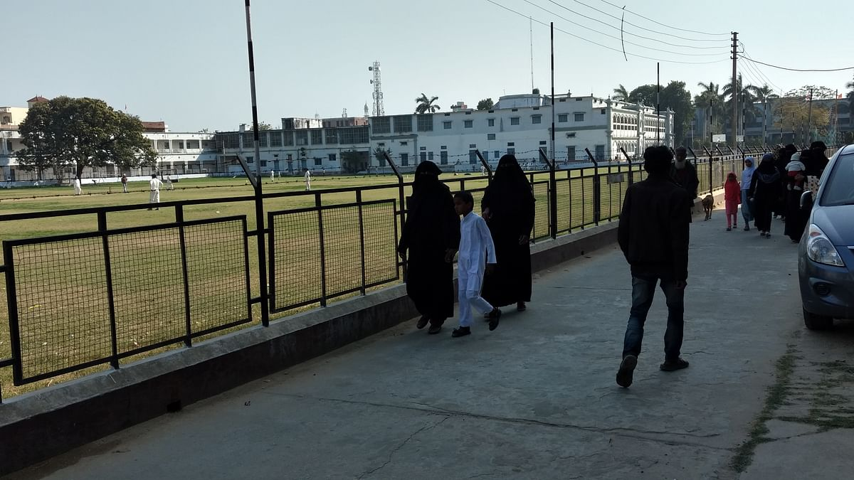 In Azamgarh's Shibli National College, young Muslim women speak out on their ideal political <i>neta</i>. (Photo: Maanvi/<b>The Quint</b>)  &nbsp;
