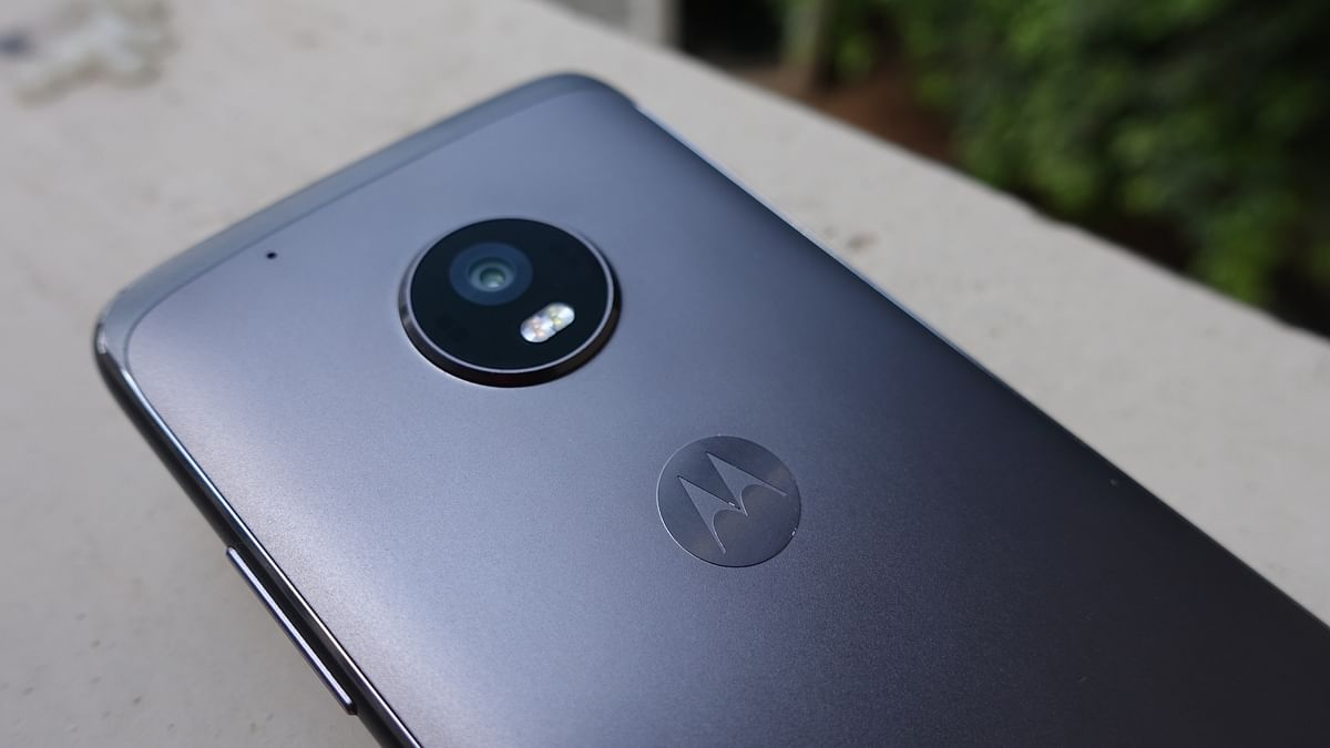 Moto G5 Plus packs a 12-megapixel camera offering f/1.7 aperture. (Photo: <b>The Quint</b>/@2shar)