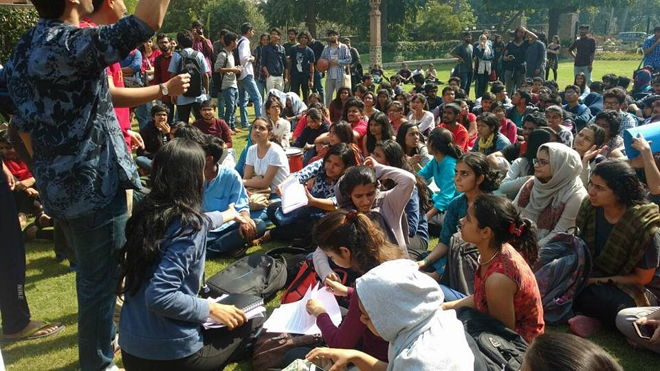 """Students sit in protest at the Andrews Court in St Stephen's College. (Photo Courtesy: Facebook/<a href=""""https://www.facebook.com/akash.bhattacharya.718"""">Akash Bhattacharya</a>)"""