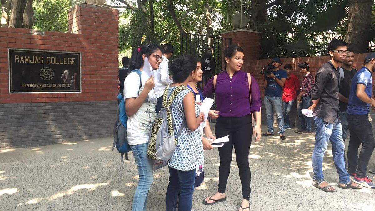 Students waiting outside Ramjas College in Delhi on Thursday, 30 June 2016. (Photo: <b>The Quint</b>)