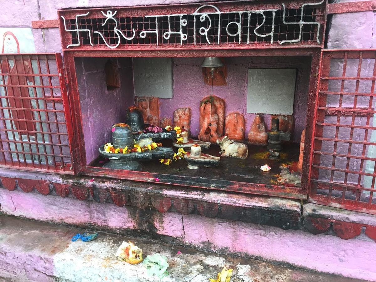 A temple on the Dashashvamedh ghat. (Photo: Jyoti Malhotra)