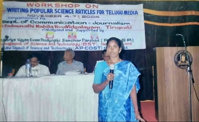 """The women also had to take care of distributing the magazine to various villages from where they reported. (Photo Courtesy: <a href=""""http://www.thenewsminute.com/article/how-group-six-dalit-women-andhra-empowered-several-thousands-journalism-58288"""">The News Room</a>)"""
